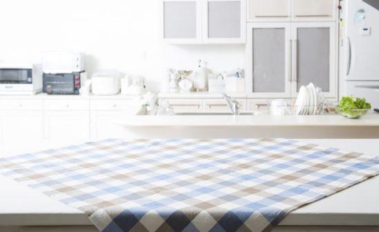 ダイニングテーブルの選び方。適切な高さやリビングに合うテーブルって?